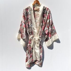 Vintage Victoria's Secret Robe  Ivory Rose Print